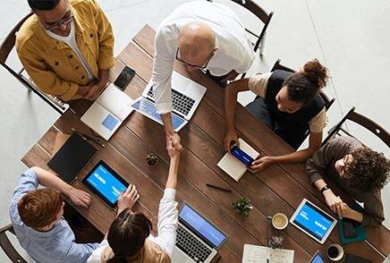 Équipe représentant la diversité au travail